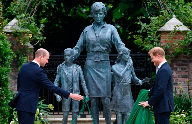 Diana's 60th birthday. The Duke of Cambridge (left) and Duke of Sussex unveiling a statue they commissioned of their mother Diana, Princess of Wales, in the Sunken Garden at Kensington Palace, London, on what would have been her 60th birthday. Picture date: Thursday July 1, 2021. See PA story ROYAL Diana. Photo credit should read: Dominic Lipinski/PA Wire URN:60681704 (Press Association via AP Images)
