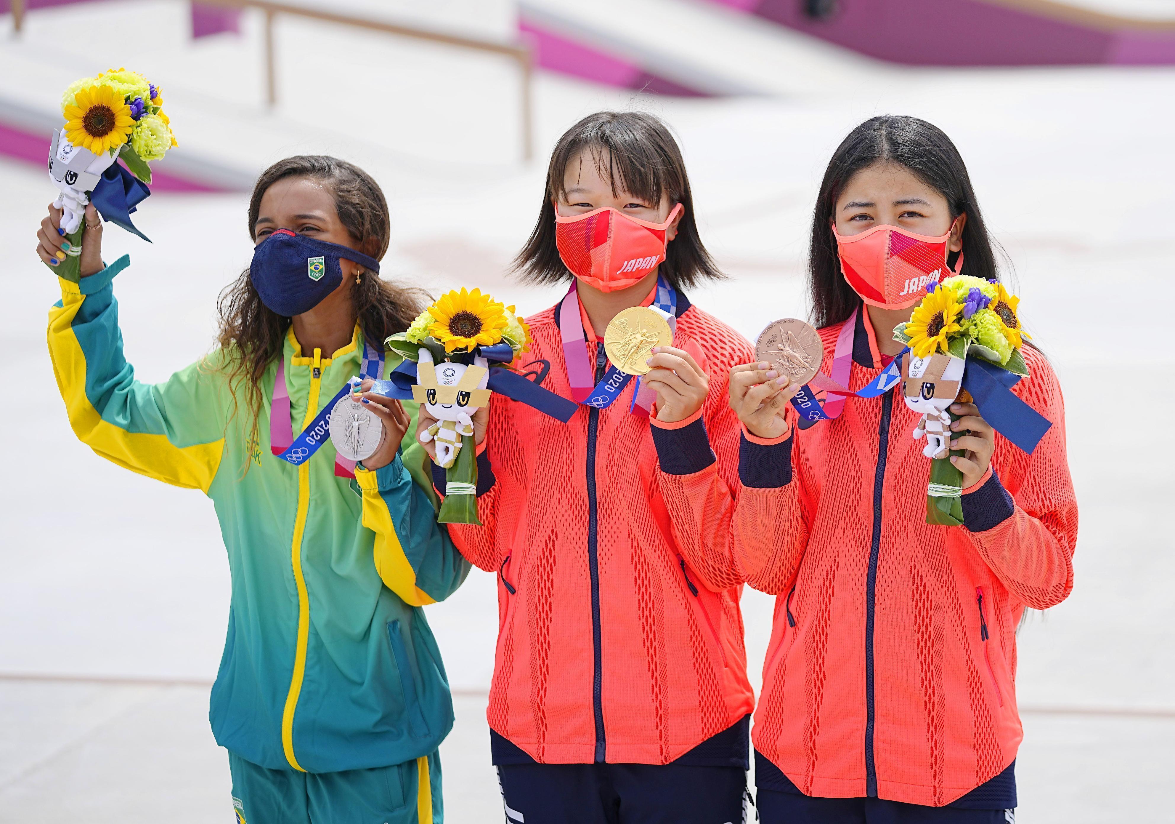 Momiji Nishiya (C) of Japan poses with her street skateboarding gold medal at the Tokyo Olympics on July 26, 2021, alongside silver medalist Rayssa Leal of Brazil (L) and bronze medalist Funa Nakayama of Japan at Ariake Urban Sports Park. (Kyodo via AP Images)(TOPPAGE) ==Kyodo (Kyodo) ==Kyodo