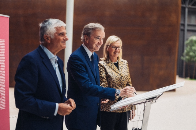 Antonio Belloni, Bernard Arnault and Chantal Gaemperle at the Worldwide Engagements for Métiers d'Excellence signing ceremony.