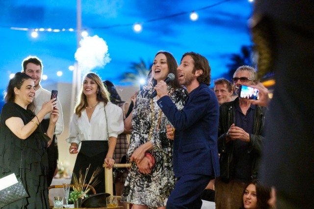 Marion Cotilard and Simon Helberg sing along to a Sparks song at the Chanel Dinner.