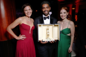 Maggie Gylanhall, Kingsley Ben-Adir, and Jessica Chastain