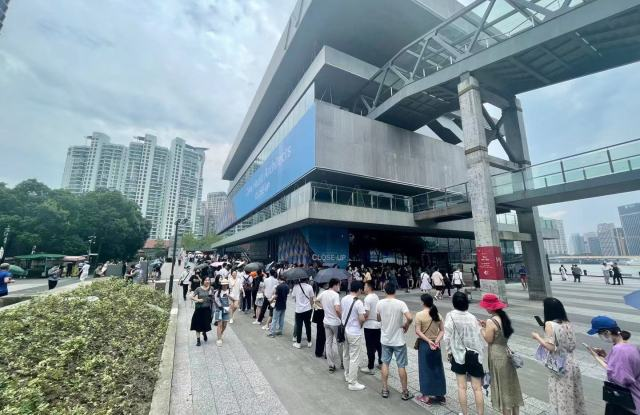 Crowds outside of the Modern Art Museum Shanghai.
