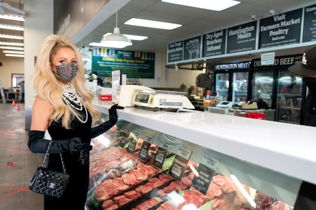 Cooking With Paris: Season 1, episode 6 'Family Steak Night with Kathy and Nicky Hilton'. Pictured: Paris Hilton shopping at Huntington Meats. c. Kit Karzen/ Courtesy of Netflix © 2021