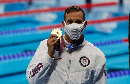 August 1, 2021, Tokyo, Kanto, Japan: Caeleb Dressel (USA) holds up his gold medal after winning the men's 50m freestyle final during the Tokyo 2020 Olympic Summer Games at Tokyo Aquatics Centre. (Credit Image: © David McIntyre/ZUMA Press Wire) (Cal Sport Media via AP Images)