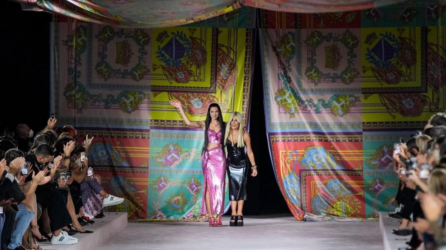 Dua Lipa Makes Runway Debut During Versace Show – WWD