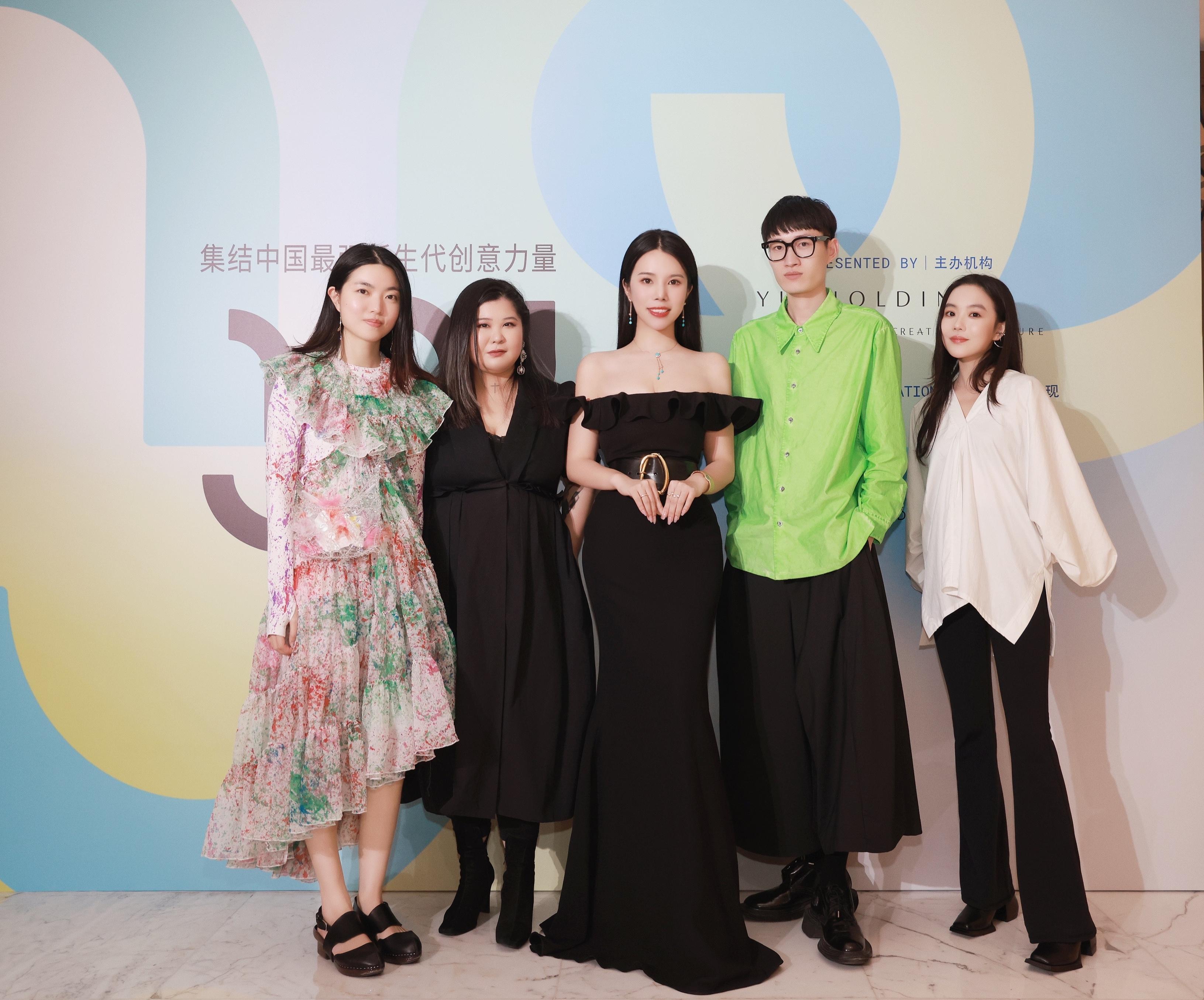 Wendy Yu (center) with the Yu Prize 2021 finalists. From left: Susan Fang, Huang Wanbing, Chen Peng, and Chen Danqi.